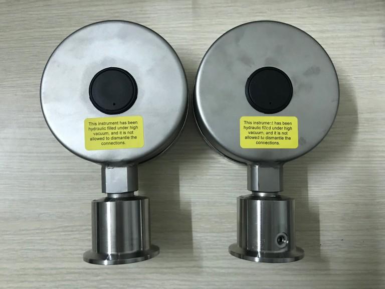 Mặt sau của đồng hồ đo áp suất màng
